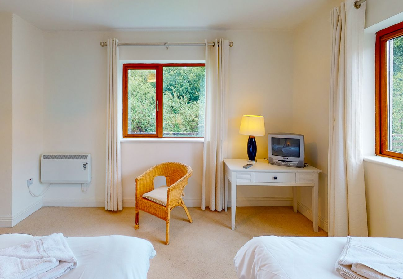 Lakeside Holiday Homes, Large Modern Water Side Holiday Accommodation in Killaloe County Clare