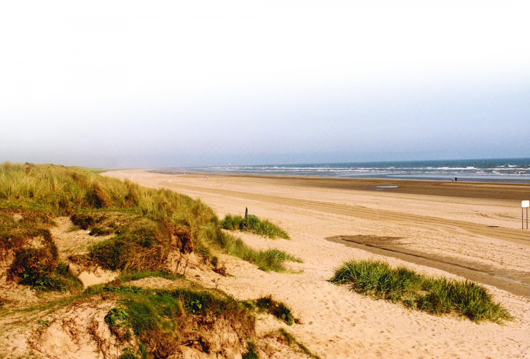 Garda disperse crowds gathered at coastal beauty spots