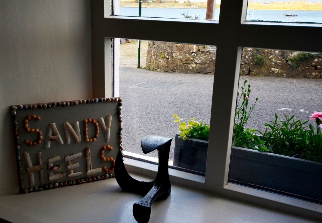 Sandy Heels Holiday Cottage, Roundstone, Galway, Ireland