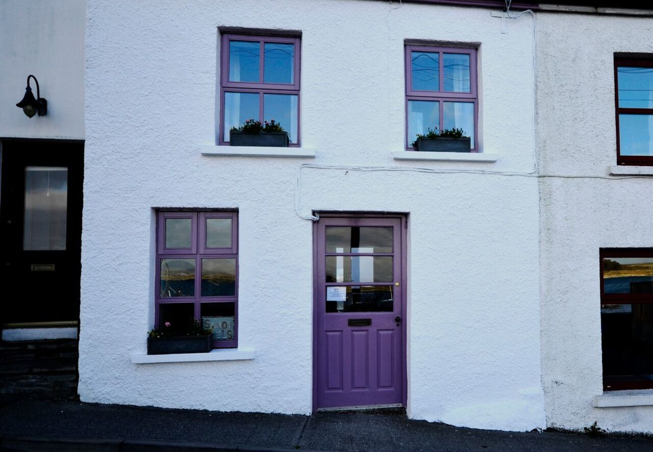 Sandy Heels Holiday Cottage, Roundstone, Galway, Ireland