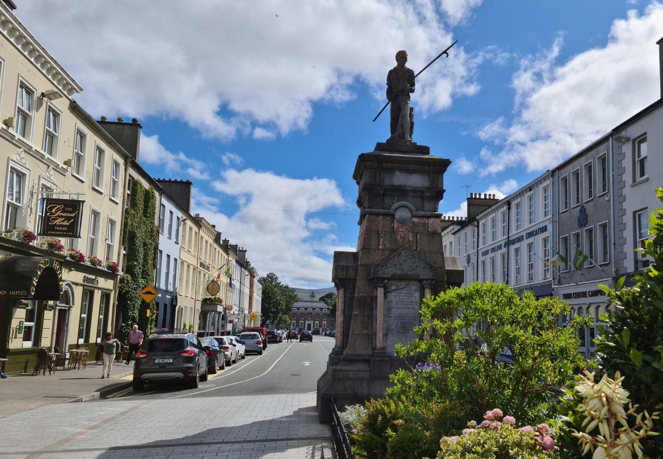 The Pikeman Statue, Denny Street, Tralee, Co Kerry © Failte Ireland