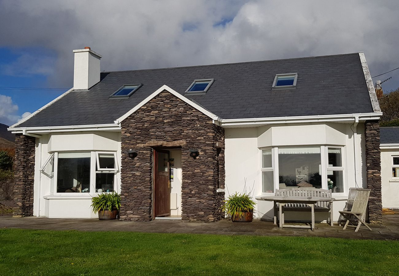 Self Catering Cottage Kerry The White Cottage Skehanagh Castlecove Holiday Home Kerry