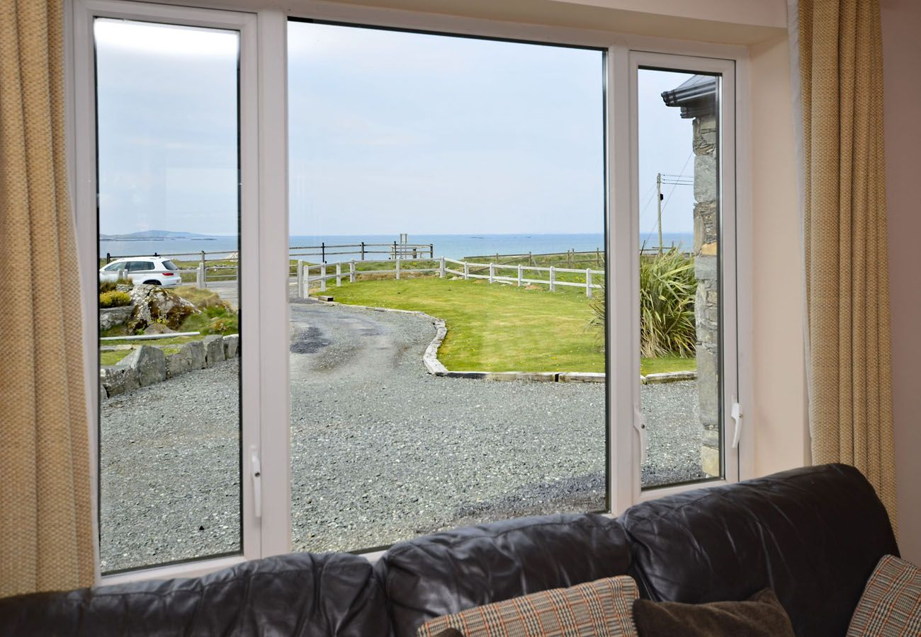 Coral Strand Ballyconneely, Pretty Seaside Holiday Home in Connemara, County Galway