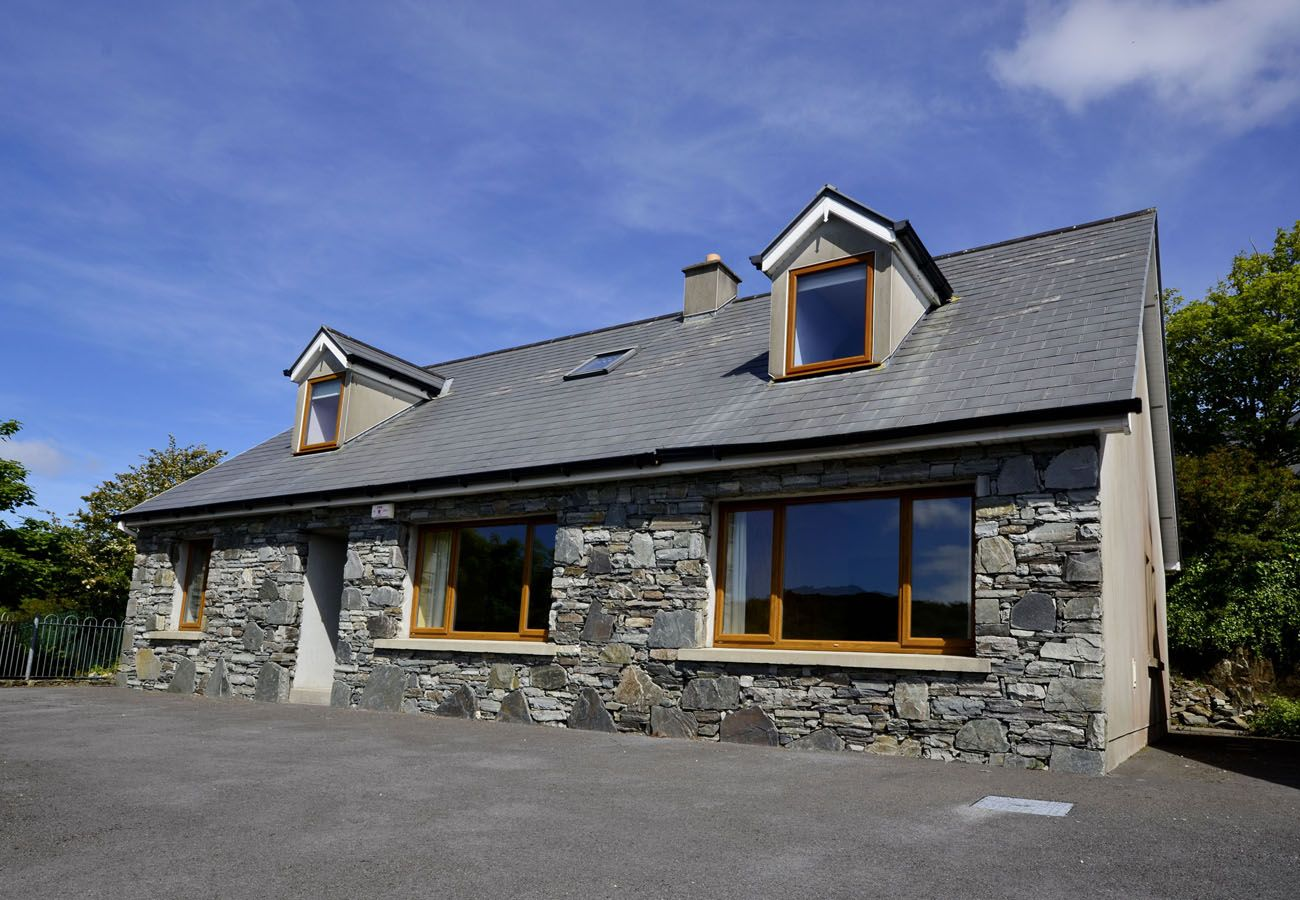 Owenglin River Cottage, Large Holiday Cottage in Connemara, County Galway