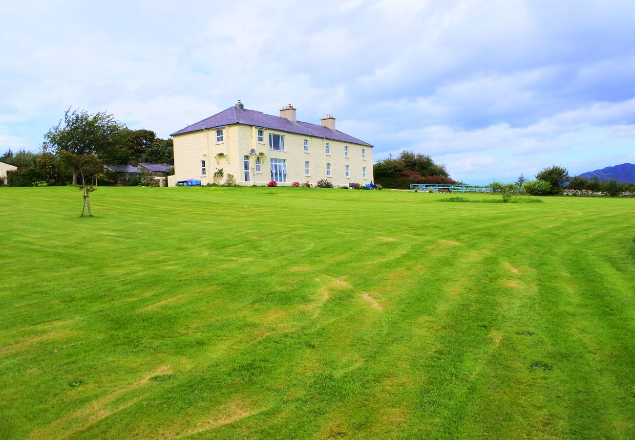 Capstan Cottage, Pretty Coastal Cottage on the Wild Atlantic Way in County Donegal