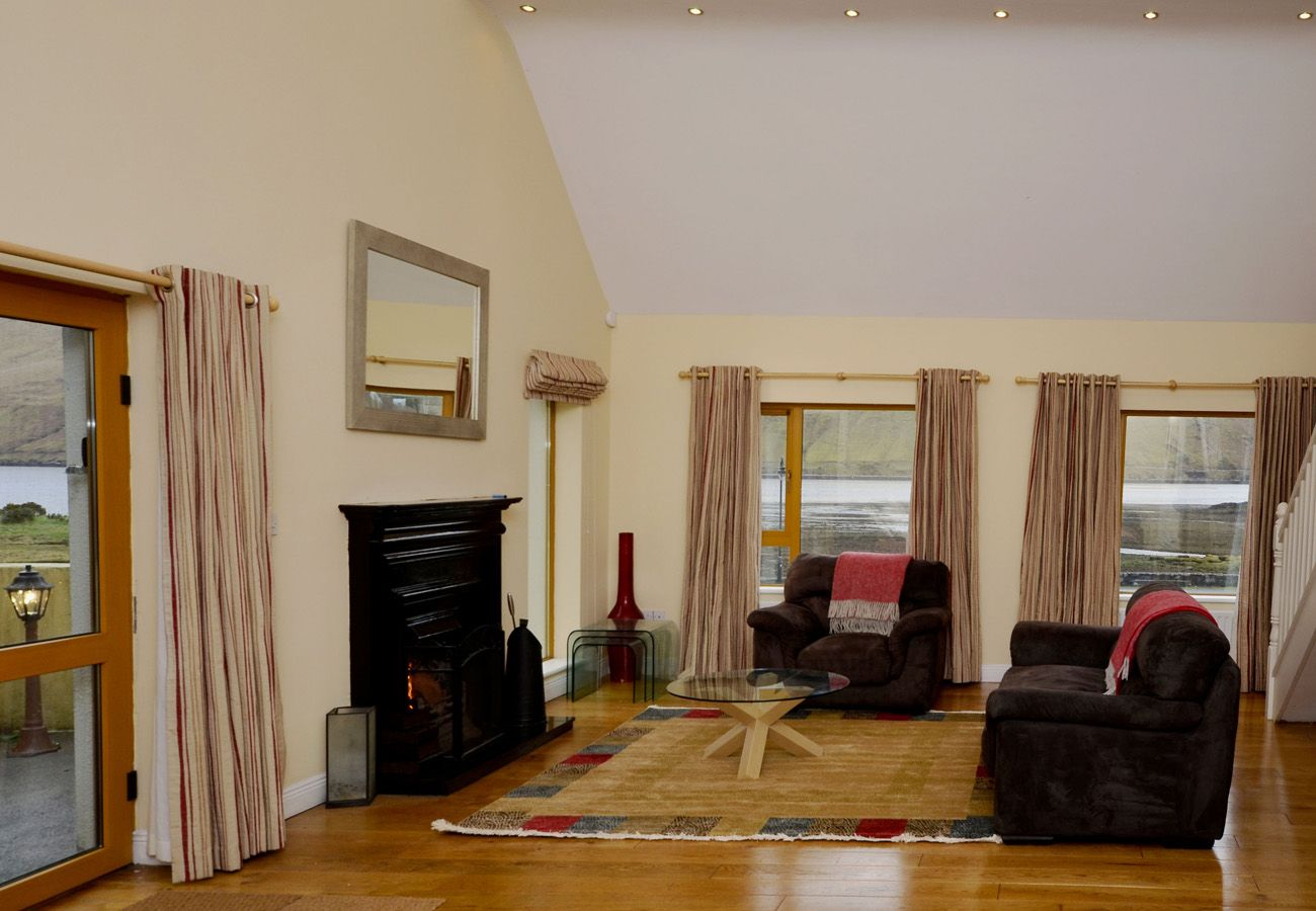 Killary Harbour Views, Cozy Apartment in Leenane, Connemara, Galway
