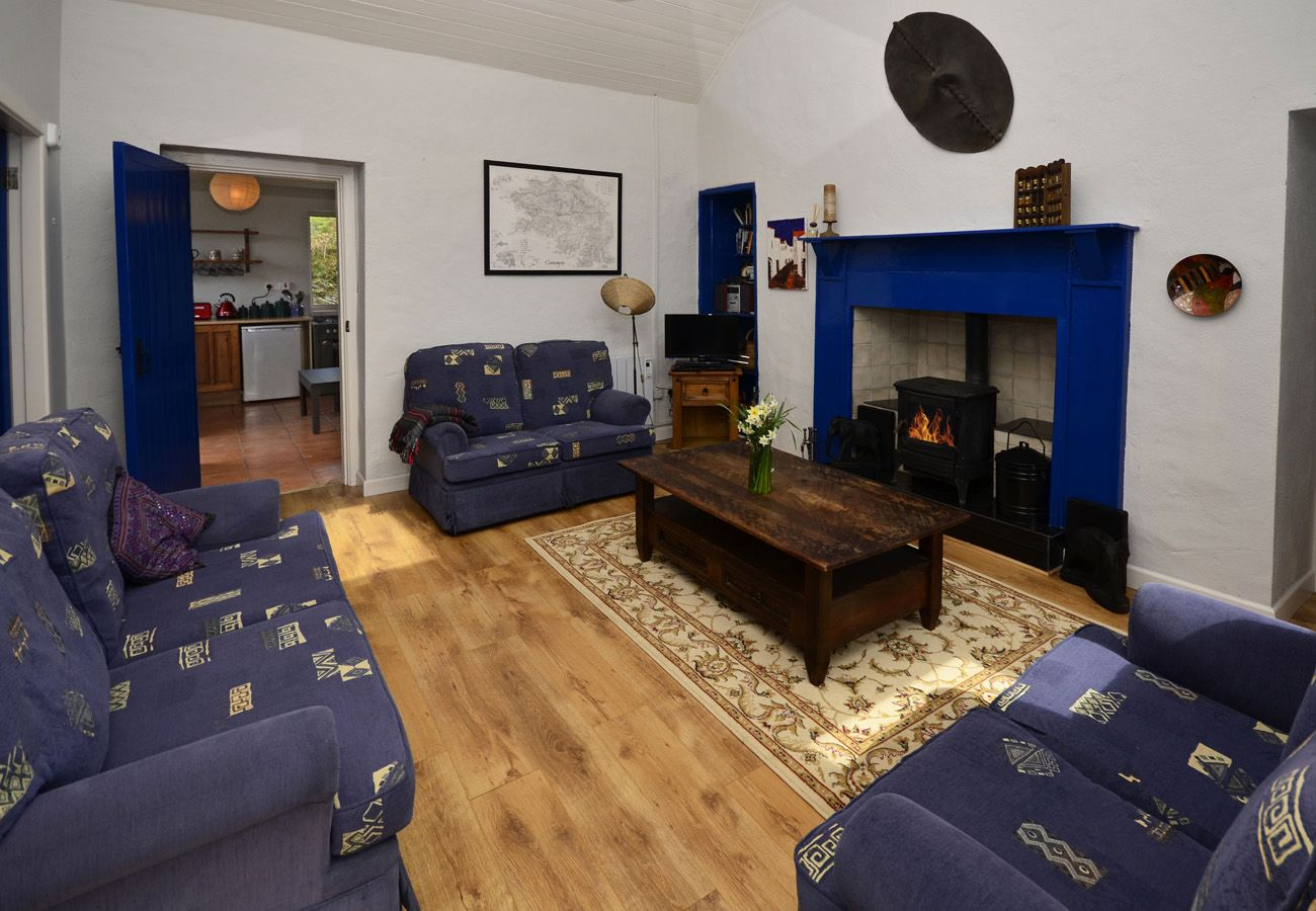 Couravoughill Holiday Cottage, Cozy Cottage in Clifden, Connemara, County Galway