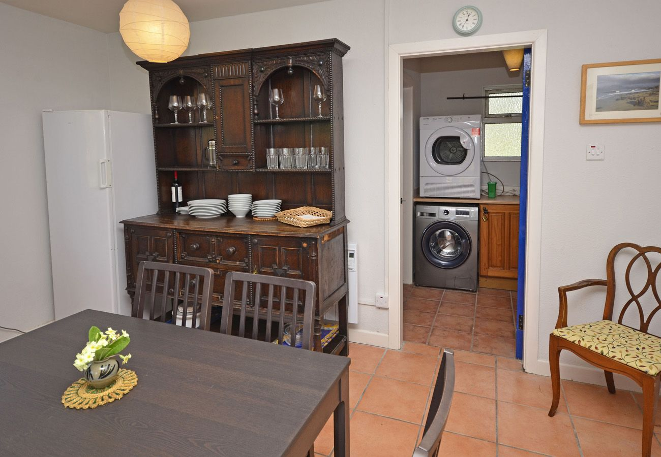Couravoughill Holiday Cottage, Cosy Cottage in Clifden, Connemara, County Galway
