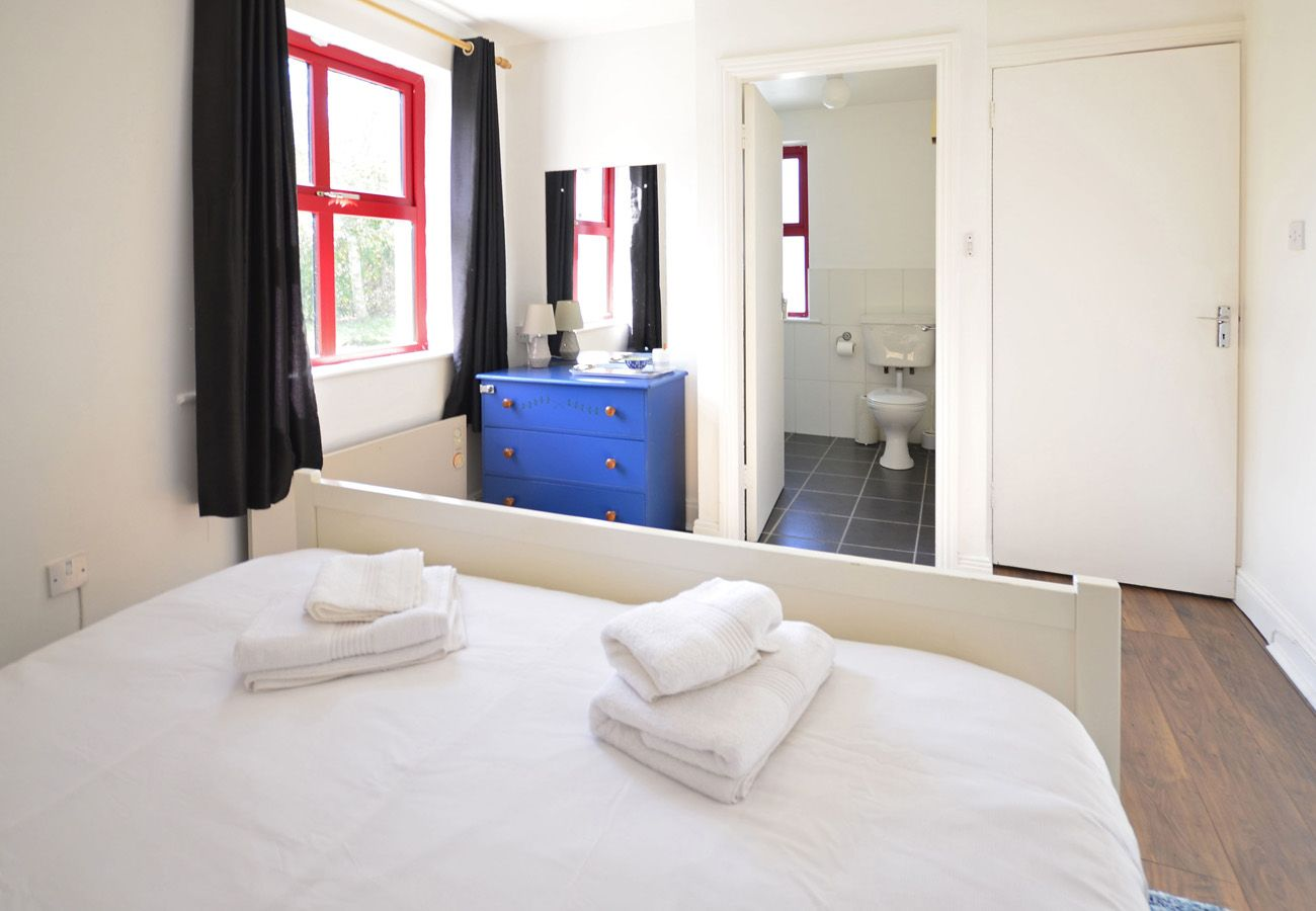 Clifden Holiday Cottage No. 72, Pretty Holiday Cottage in Connemara, County Galway
