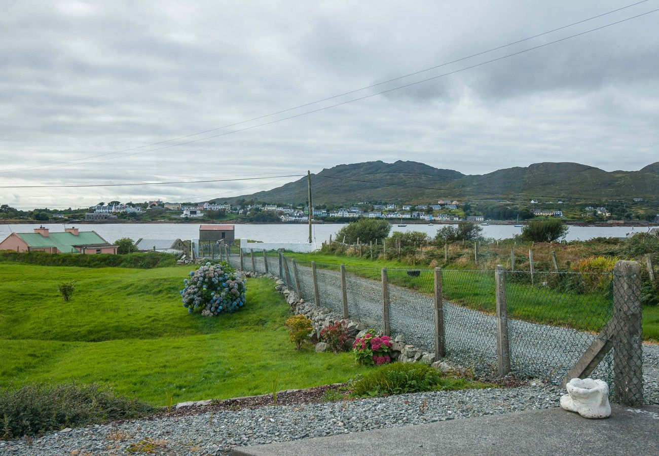Ships Harbour Cottage, Pretty Island Holiday Cottage, Inishnee, Connemara, Self-Catering Galway