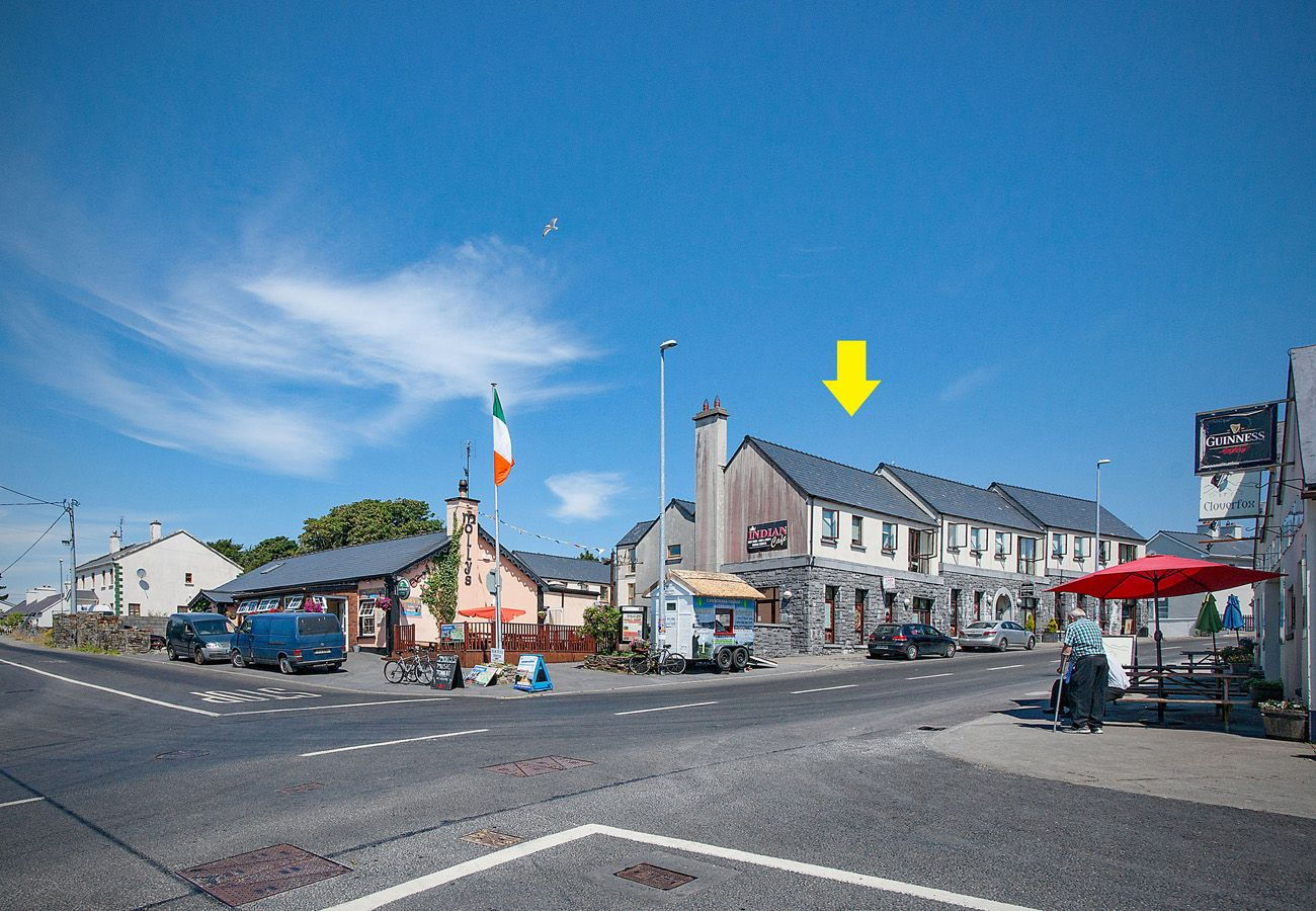 Letterfrack Apartments No.3, Modern Holiday Apartment in Connemara, County Galway