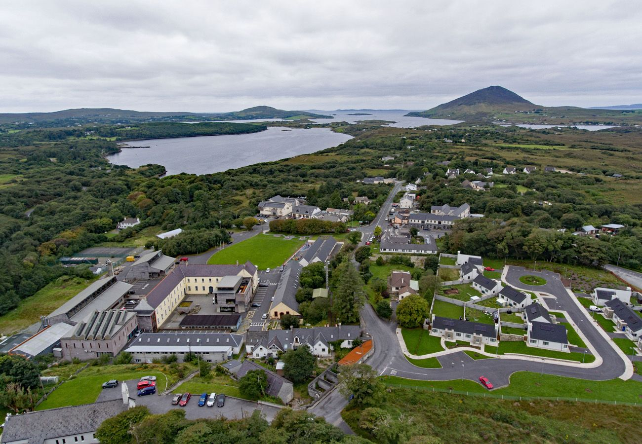 Letterfrack Apartments No.10, Modern Holiday Apartment in Connemara, County Galway