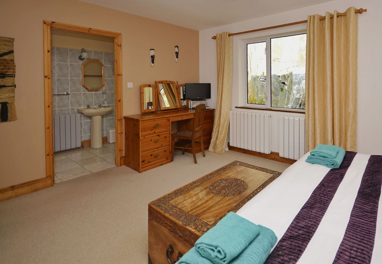Clifden Stone Cottage, Pretty Self Catering Holiday Cottage in Connemara, County Galway