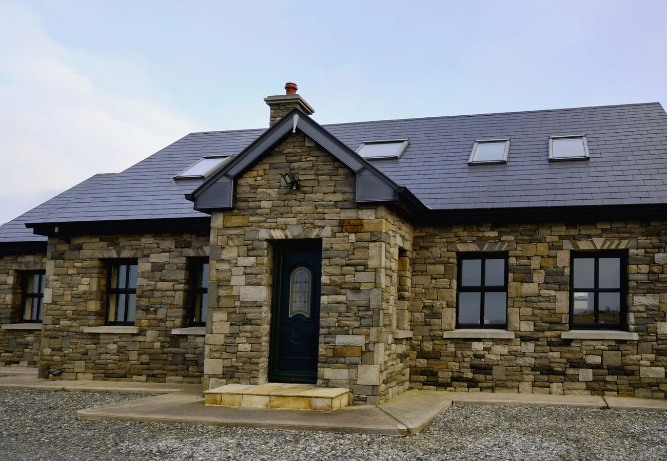 Cashleen Holiday Home, Pretty Coastal Holiday Home in Renvyle, Connemara, County Galway