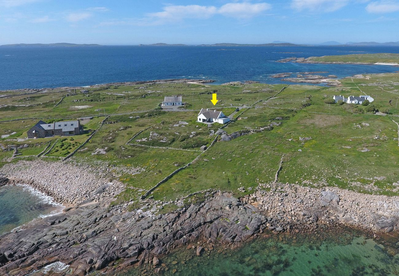 Claddaghduff Holiday Cottage, Pretty Seaside Holiday Cottage in Connemara County Galway