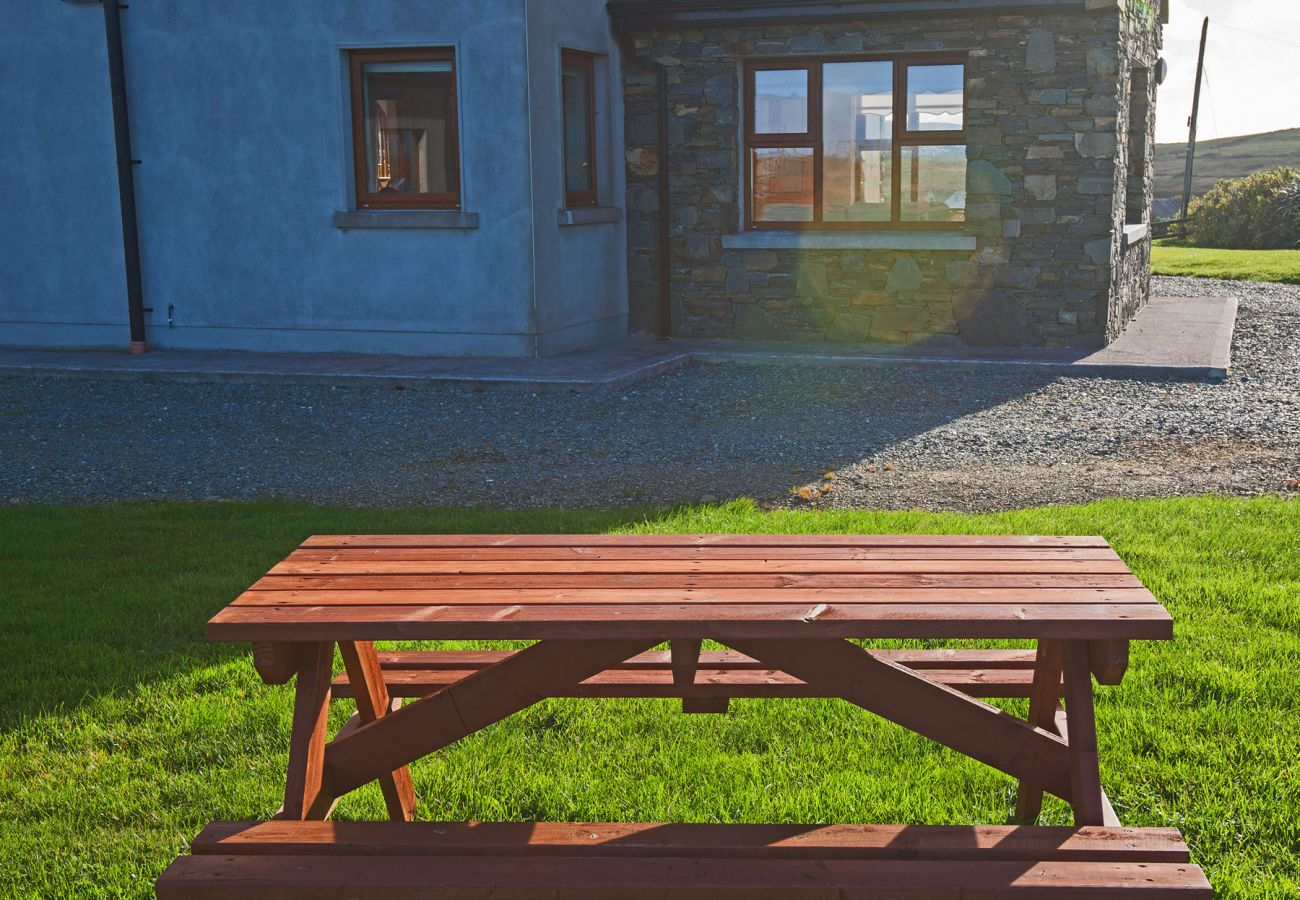 Cleggan Holiday Home, Pretty Coastal Holiday Home in Connemara, County Galway