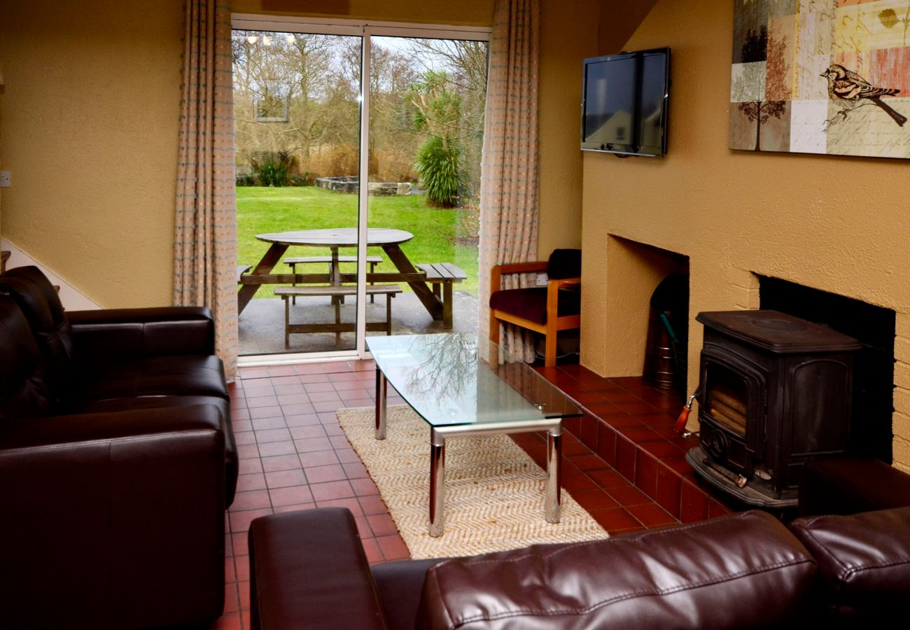 Carraroe Holiday Cottage, Pretty Holiday Cottage in Carraroe, Connemara, Co. Galway