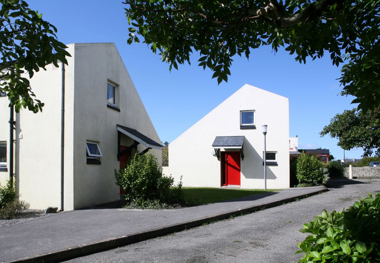 Carraroe Holiday Cottage, Pretty Holiday Cottage in Connemara, County Galway