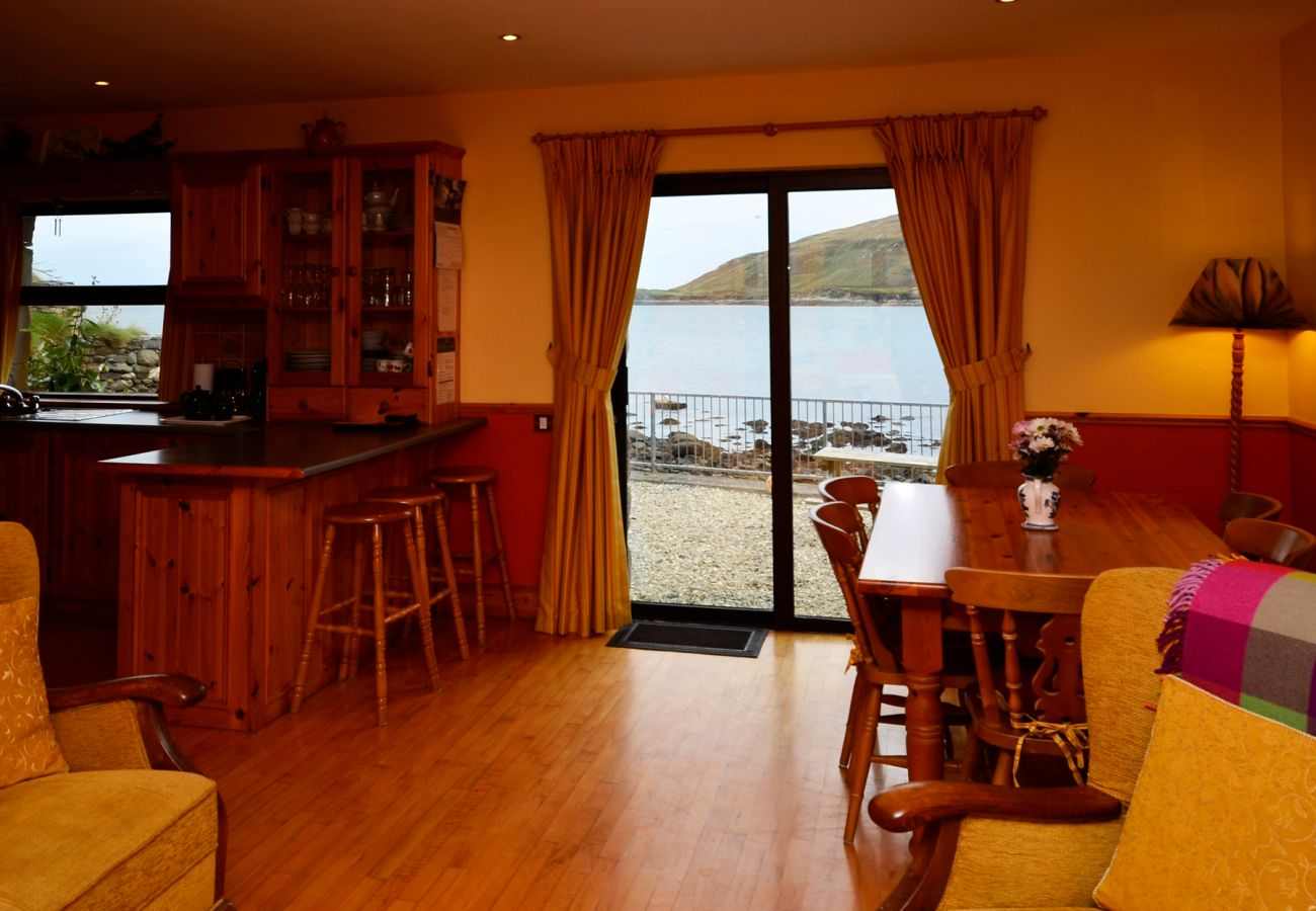 Cleggan Harbourside Holiday Home, Unique Holiday Home in Connemara, County Galway