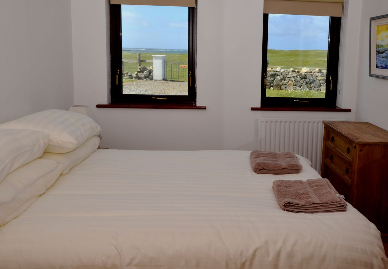 Aillebrack Holiday Home, Pretty, Beachside, Self Catering Accomodation in Ballyconneely, County Galway