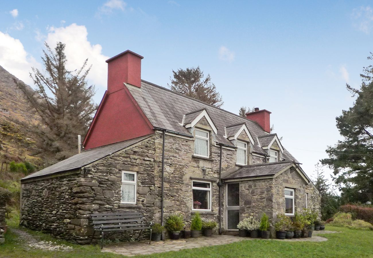 Angelas Farmhouse, Coastal Self Catering Accommodation near Kenmare, County Kerry
