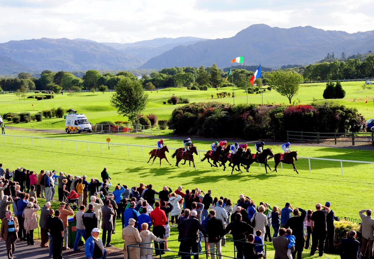 Killarney Racing Festival, County Kerry  © Tourism Ireland