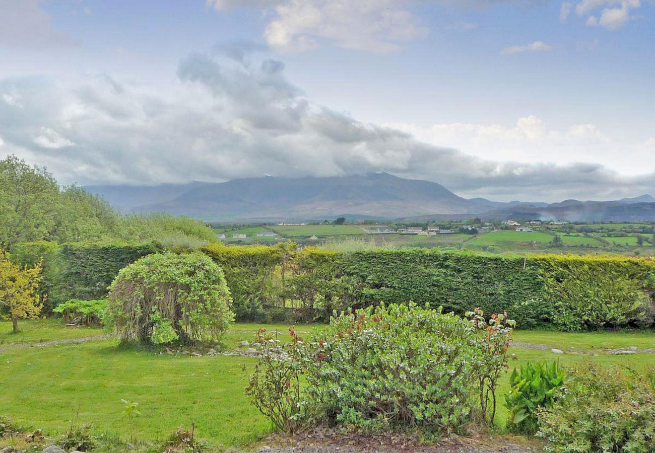 Fleur Holiday Cottage, Pretty Self Catering Holiday Accommodation near Killorglin, County Kerry