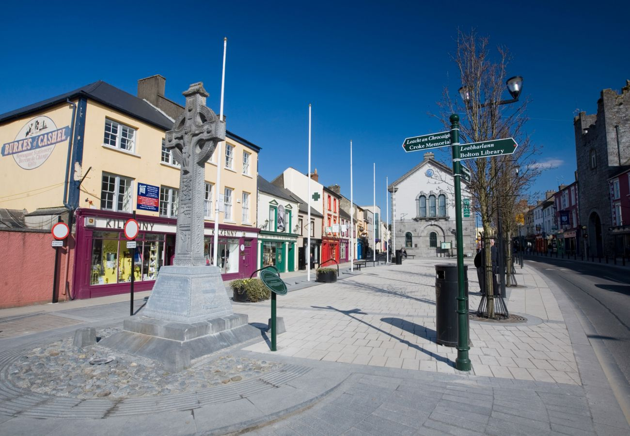 Cashel Town, County Tipperary © Tourism Ireland | Trident Holiday Homes