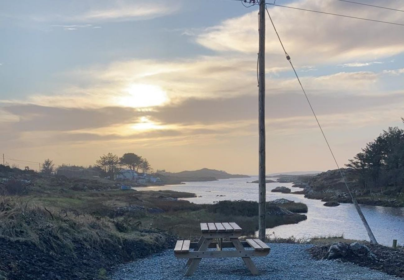 Ti Mhaggie Holiday Cottage, Coastal Holiday Accommodation Available in Connemara, County Galway