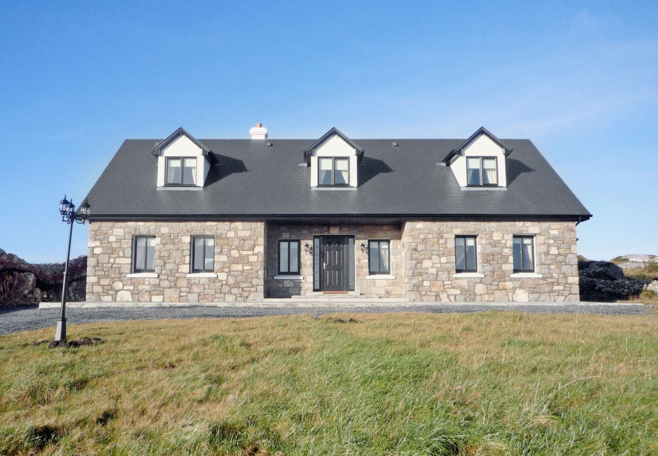 Cnocán Na Cuaigh Holiday Home, Seaside Self Catering Accommodation Carraroe, Connemara, County Galway