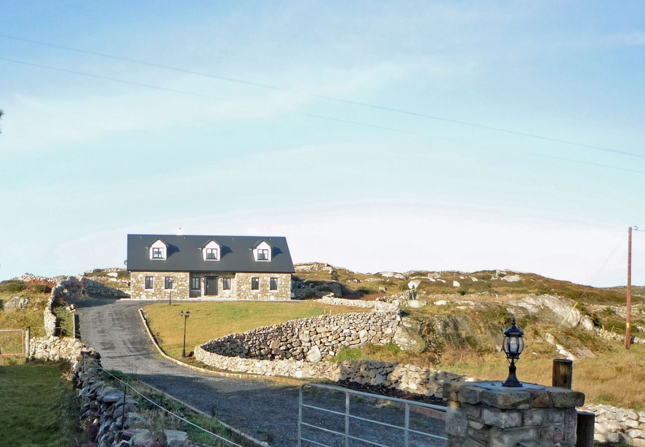 Cnocán Na Cuaigh Holiday Home, Seaside Self Catering Accommodation in Carraroe, Connemara, County Galway