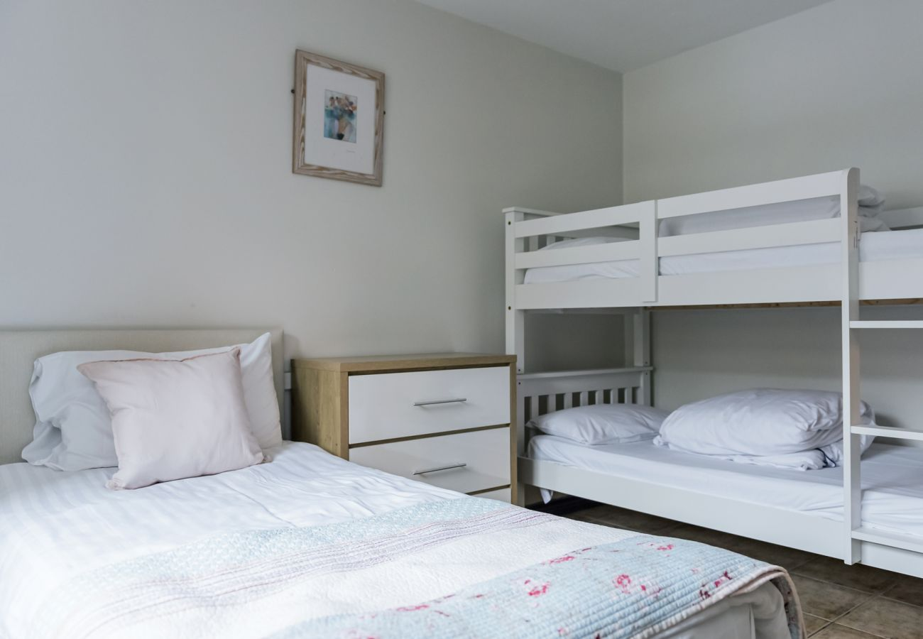 Marine Court Holiday Apartments, Pretty Holiday Accommodation in Bundoran, County Donegal