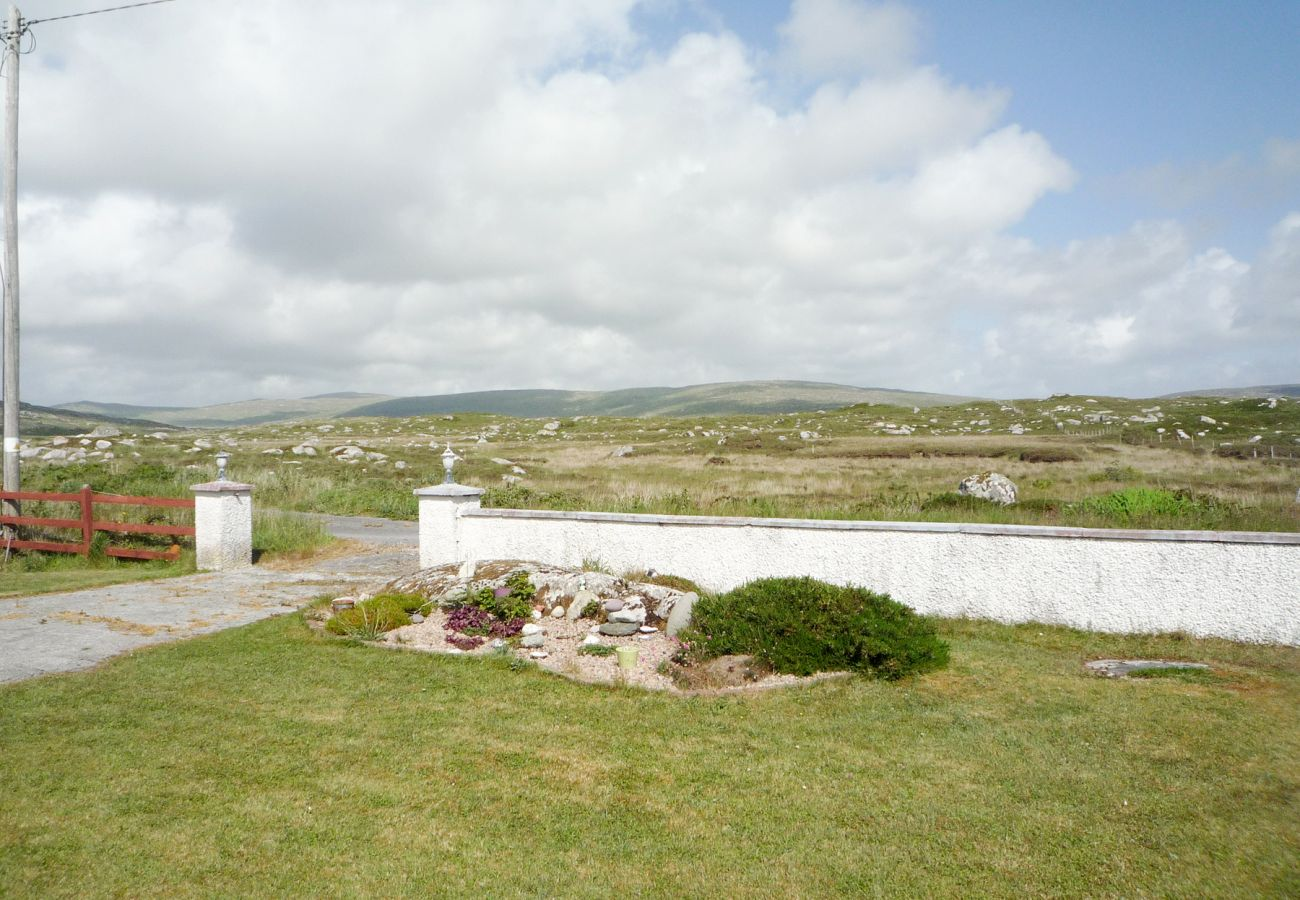 Connolly's Cottage, Traditional Irish Holiday Accommodation Available in Carna, Connemara, County Galway