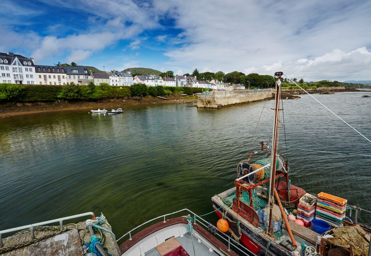 Roundstone Harbour, County Galway © Big Smoke Studio