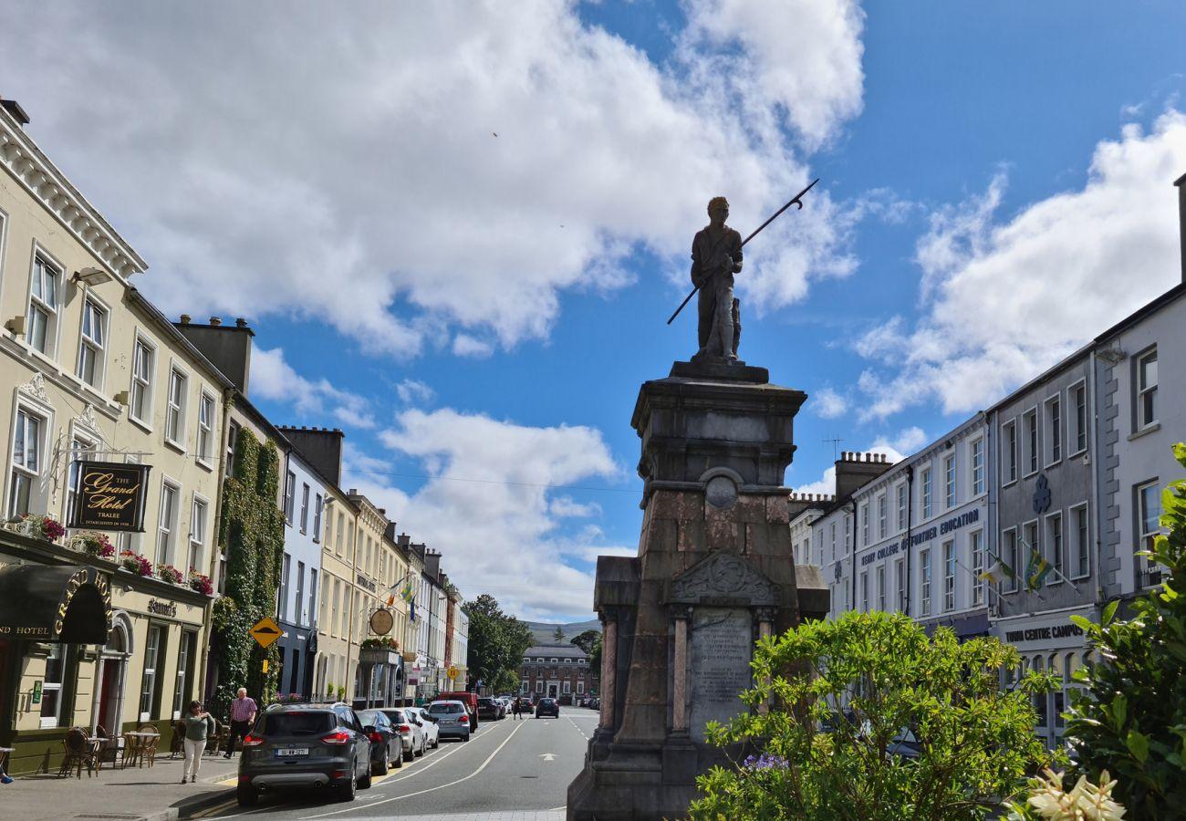 The Pikeman Statue, Denny Street, Tralee, County Kerry ©Fáilte Ireland