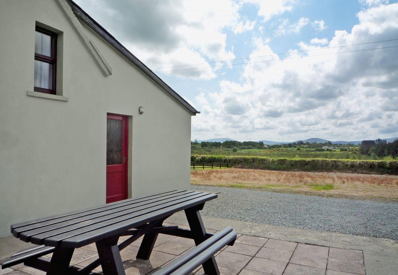 Norah's Cottage, Cosy Pet-Friendly Holiday Cottage in Knocknagree near Killarney, County Cork
