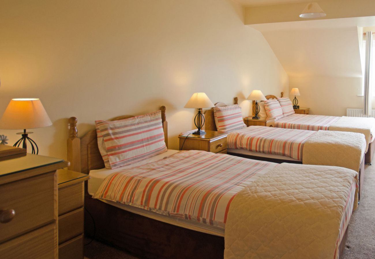Mannin Lodge Ballyconneely, Large Seaside Holiday Accommodation in Ballyconneely, Connemara, County Galway