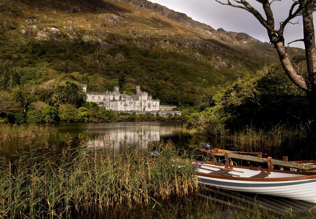 Kylemore Abbey and Victorian Walled Garden Connemara Galway © Tourism Ireland
