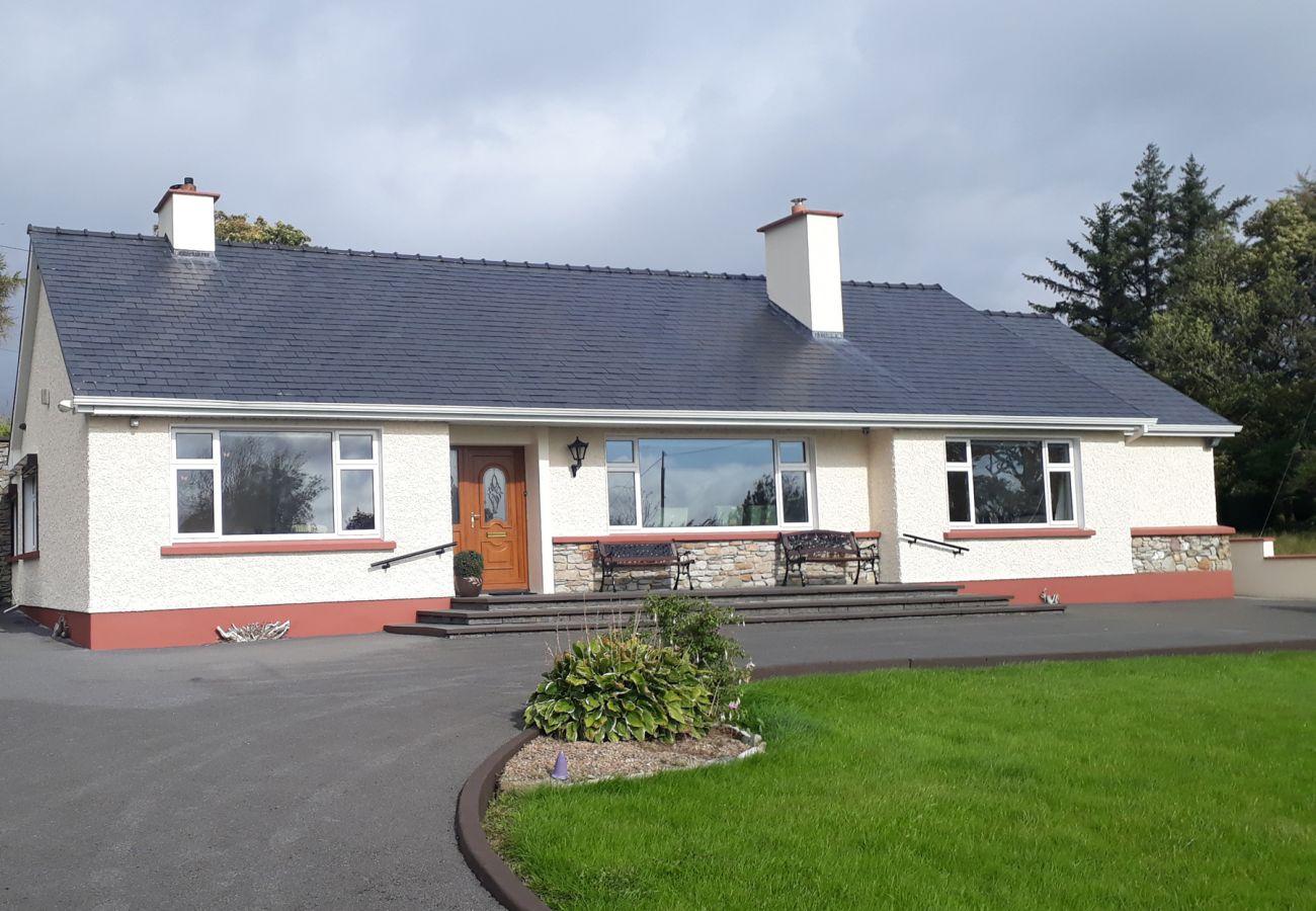 Culduff Holiday Home, Large Rural Holiday Accommodation near Foxford County Mayo
