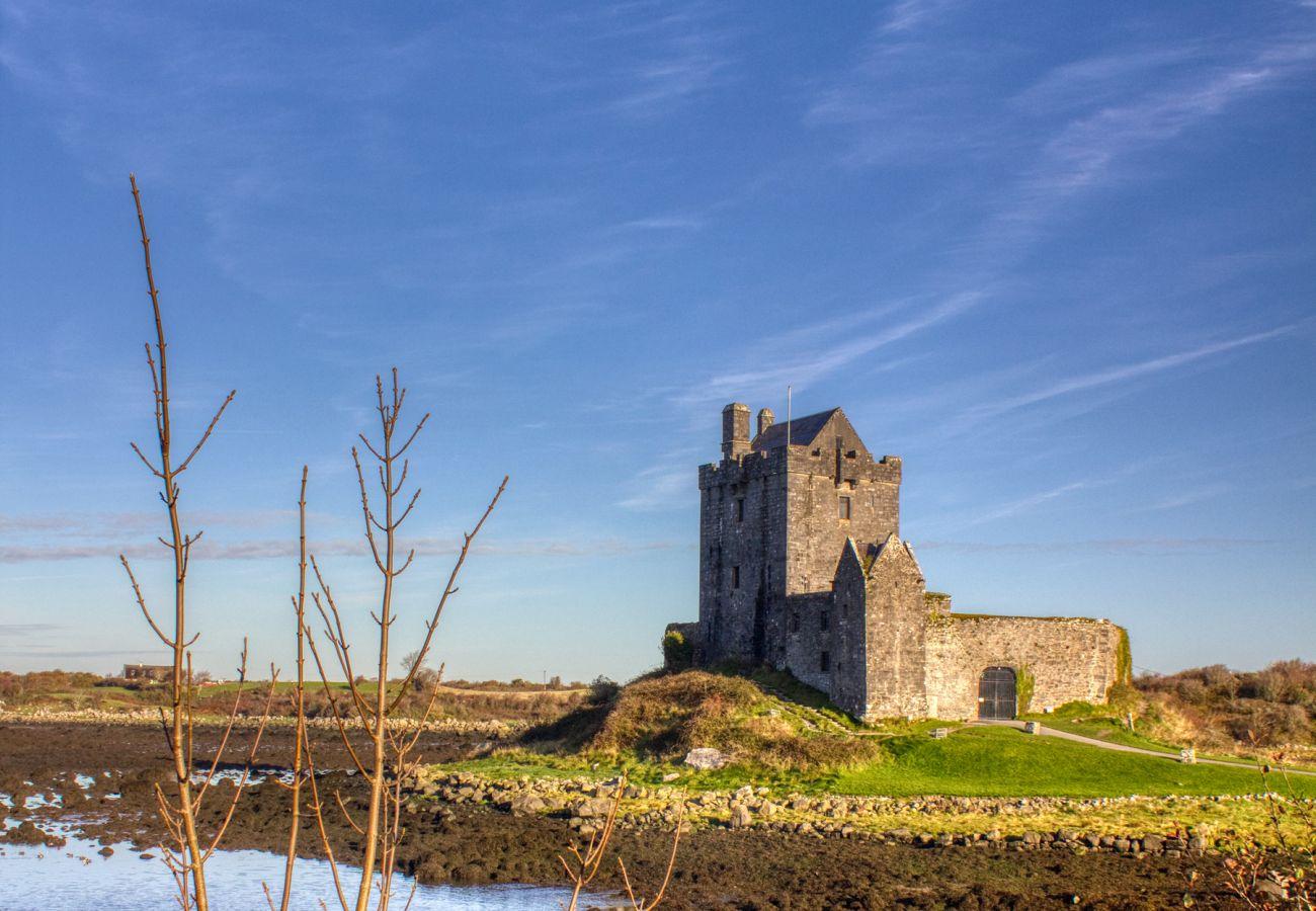 Dunguaire Castle, Kinvara, County Galway ©Failte Ireland © Courtesy of Stephen Duffy
