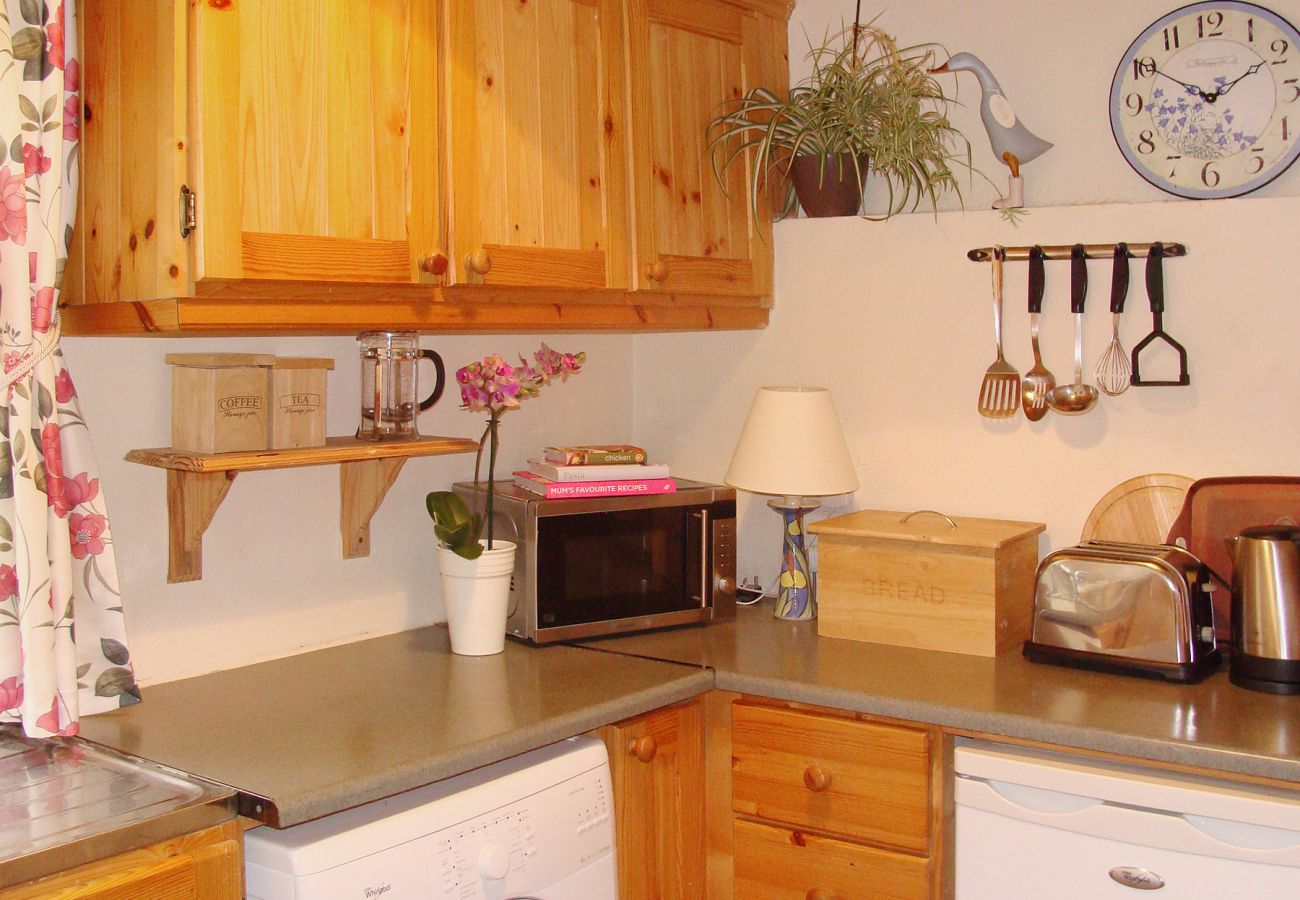 Bridies Cottage, Holiday Cottage with Sea Views Available on Inishnee Peninsula near Roundstone, Connemara, County Galway