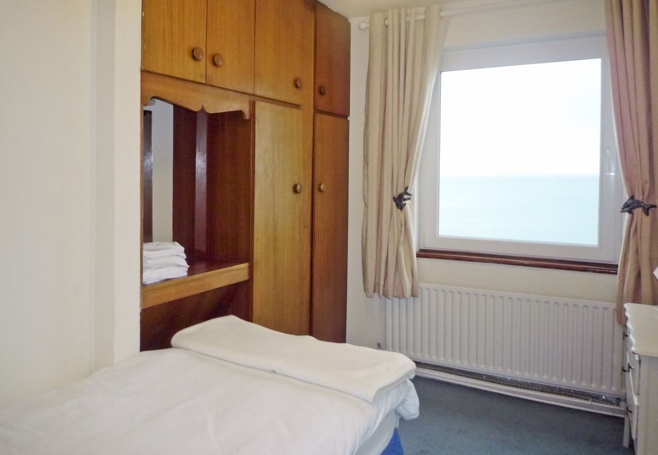 Flaggy Shore Lodge, Holiday Accommodation with Sea Views near New Quay, County Clare
