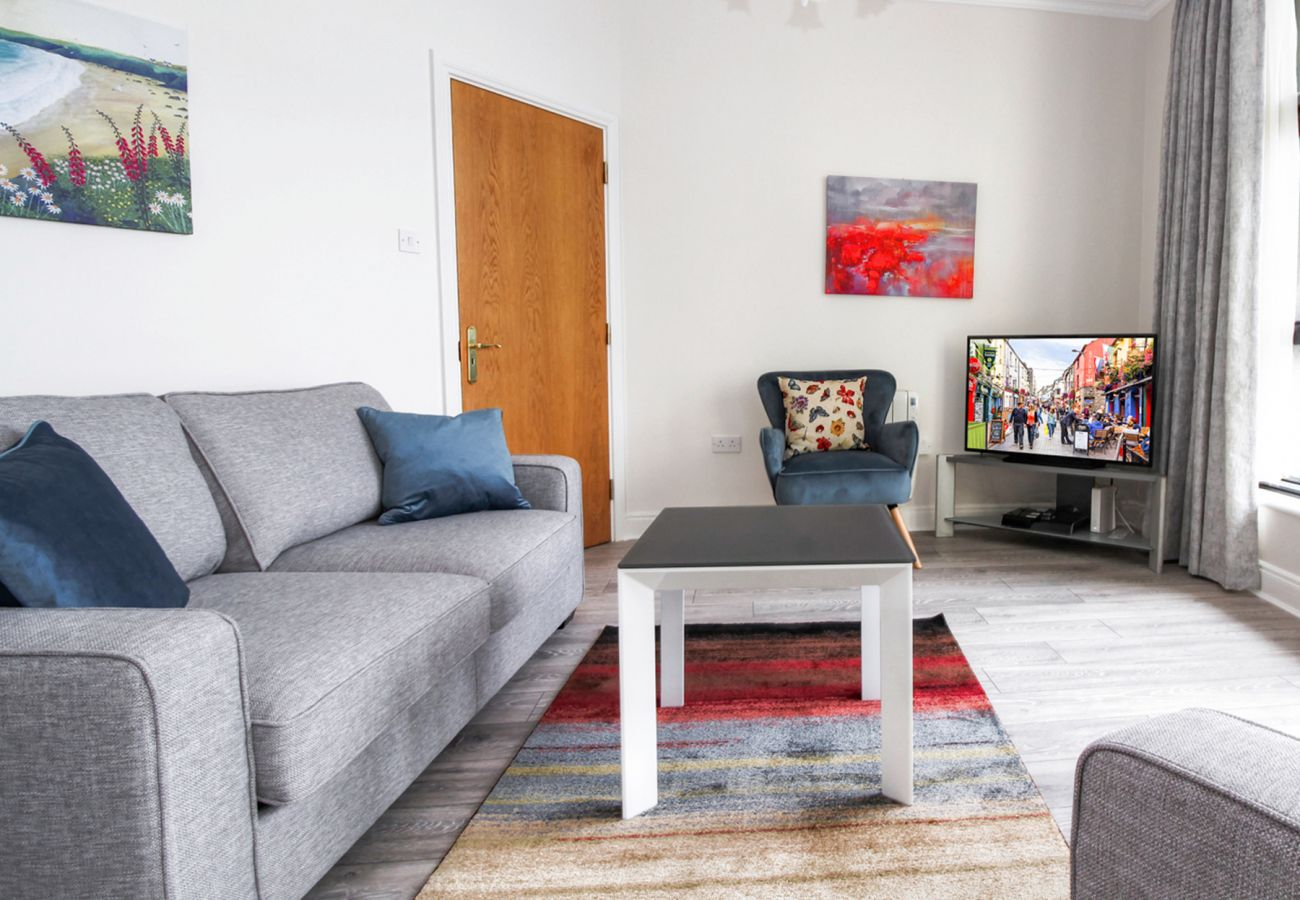 Stylish Self Catering Waterside Holiday Apartment, Galway City