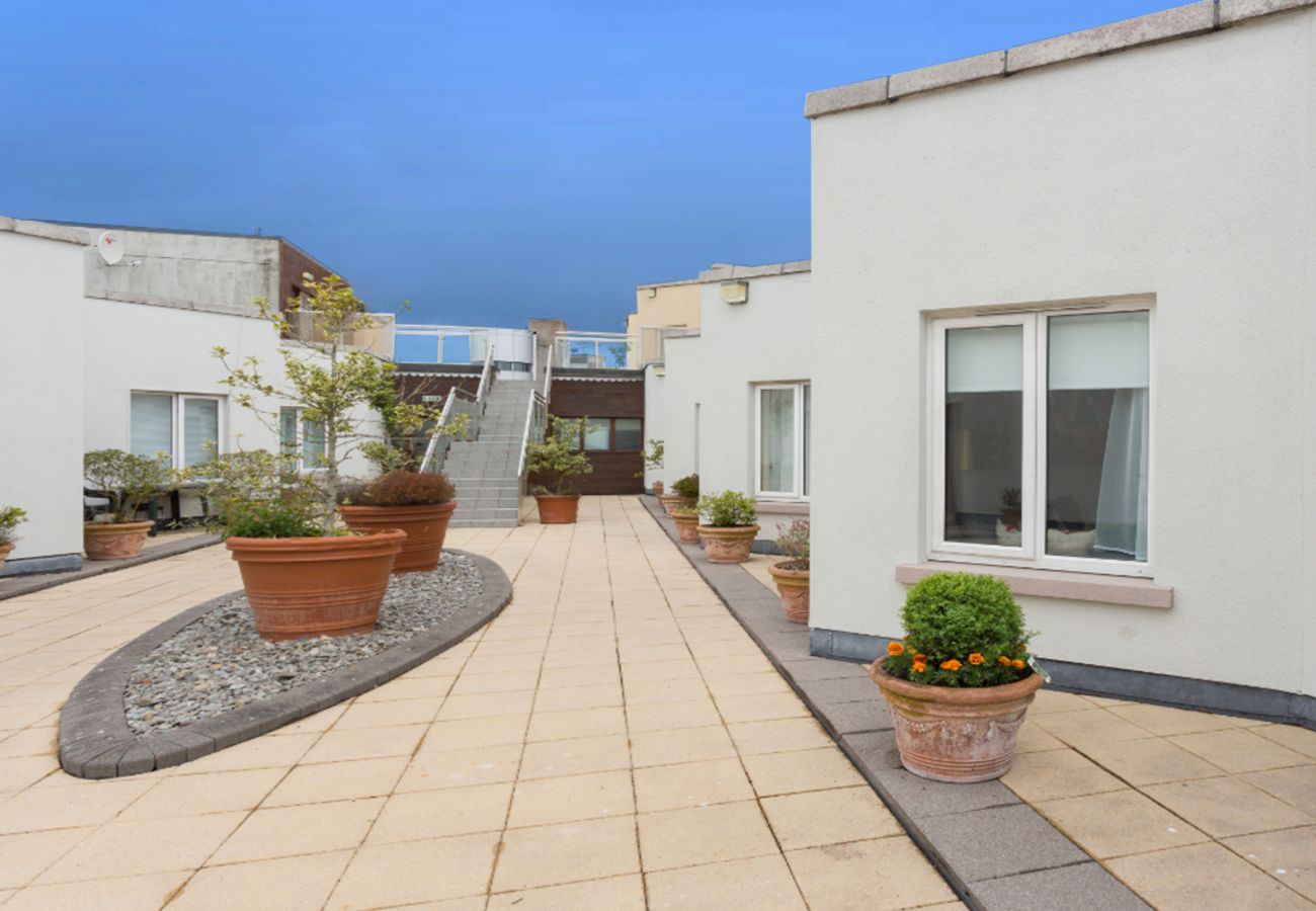 Luxury Self-Catering Galway City Rooftop Apartment, Galway City, County Galway