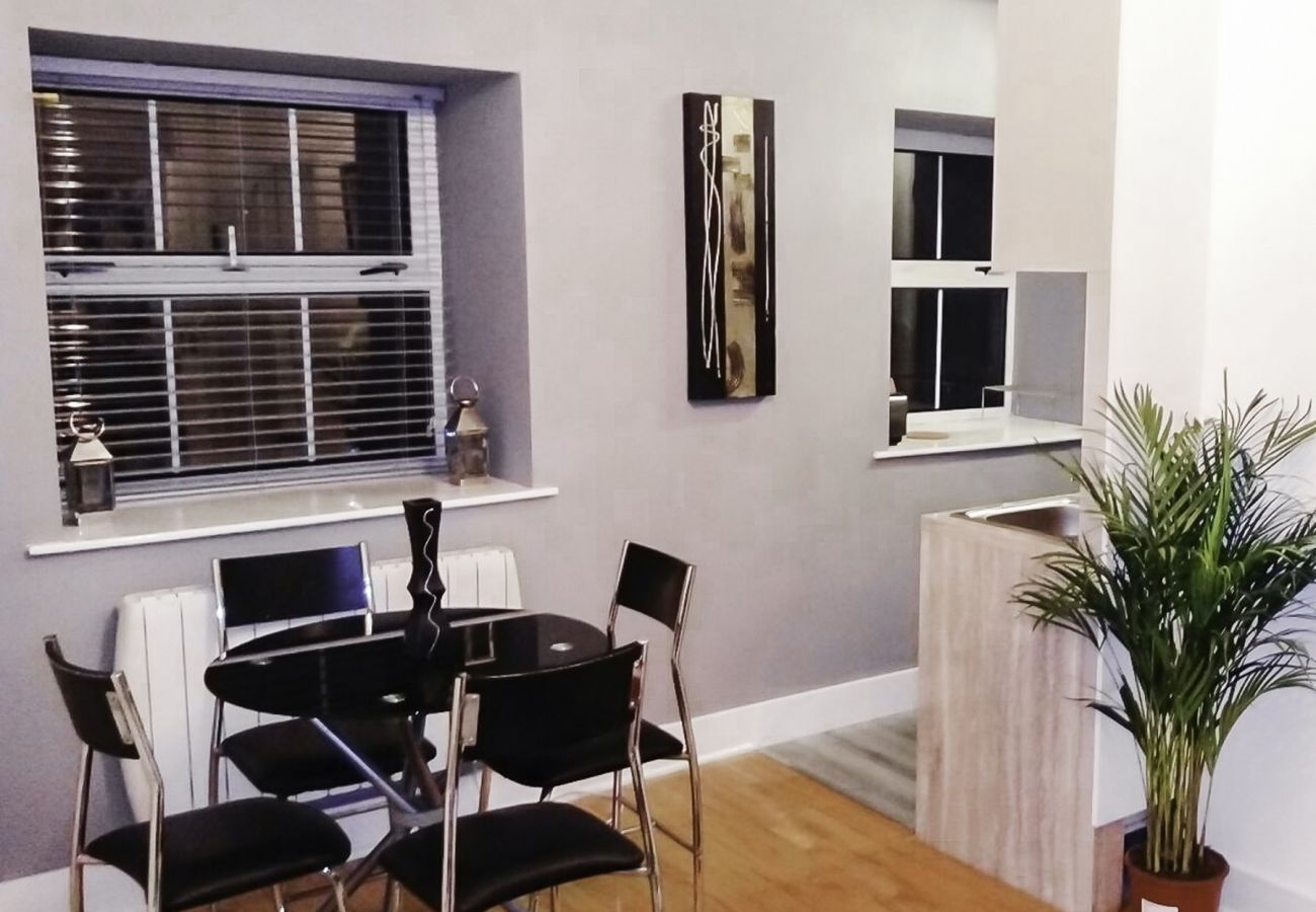 Chic Self-Catering Augustine Holiday Apartment - Sleeps 2, Galway City, County Galway