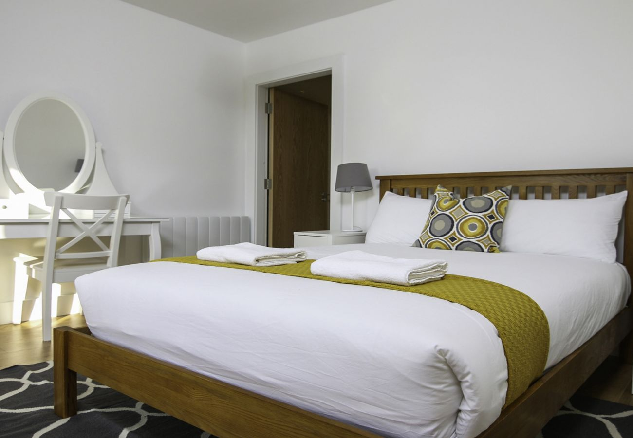 Luxury Self-Catering Eyre Square Holiday Apartment - Sleeps 2, Galway City, County Galway