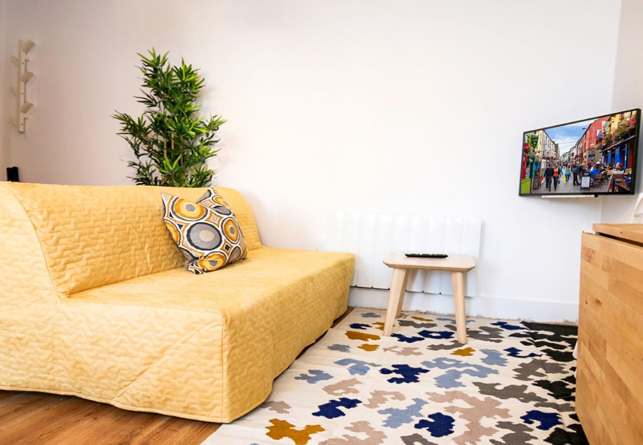 Bijou Self-Catering Eyre Square Holiday Studio - Sleeps 2, Galway City, County Galway