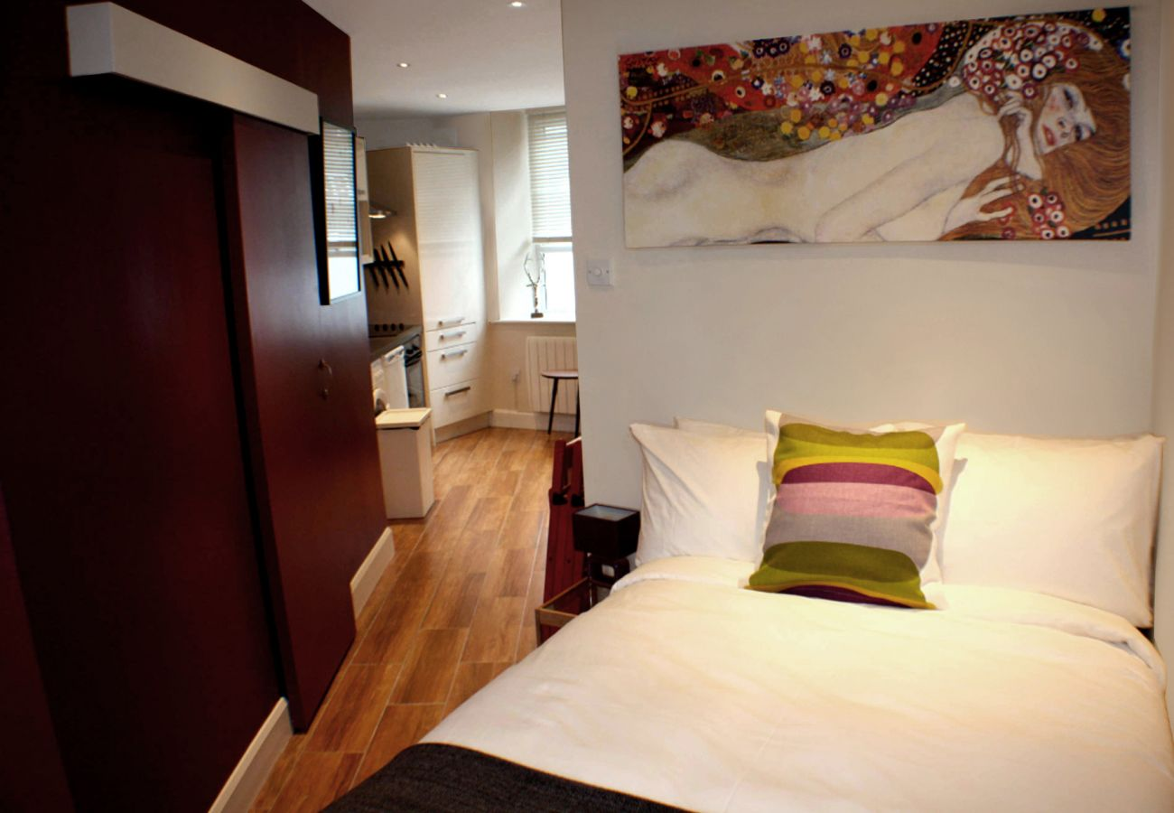 Self-Catering Galway City Studio Holiday Apartment, Galway City, County Galway