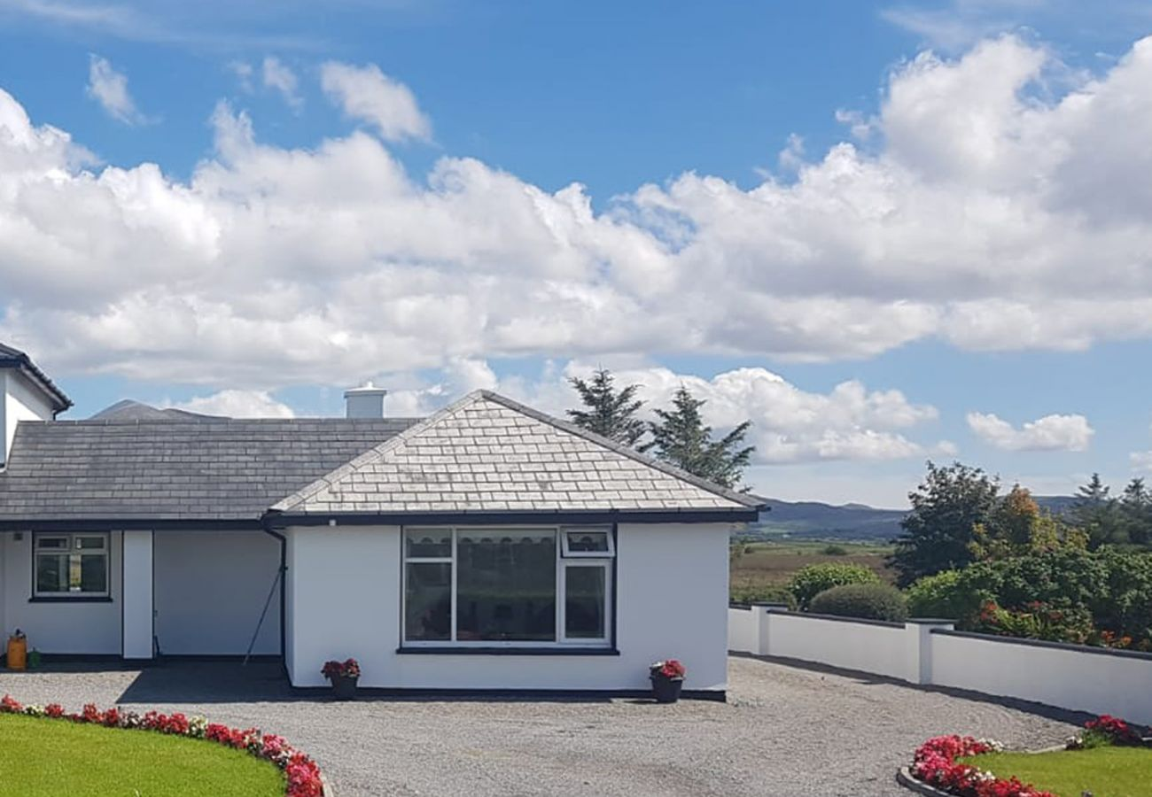 Charming Self-Catering Mountain View Holiday Home near Louisburg, County Mayo
