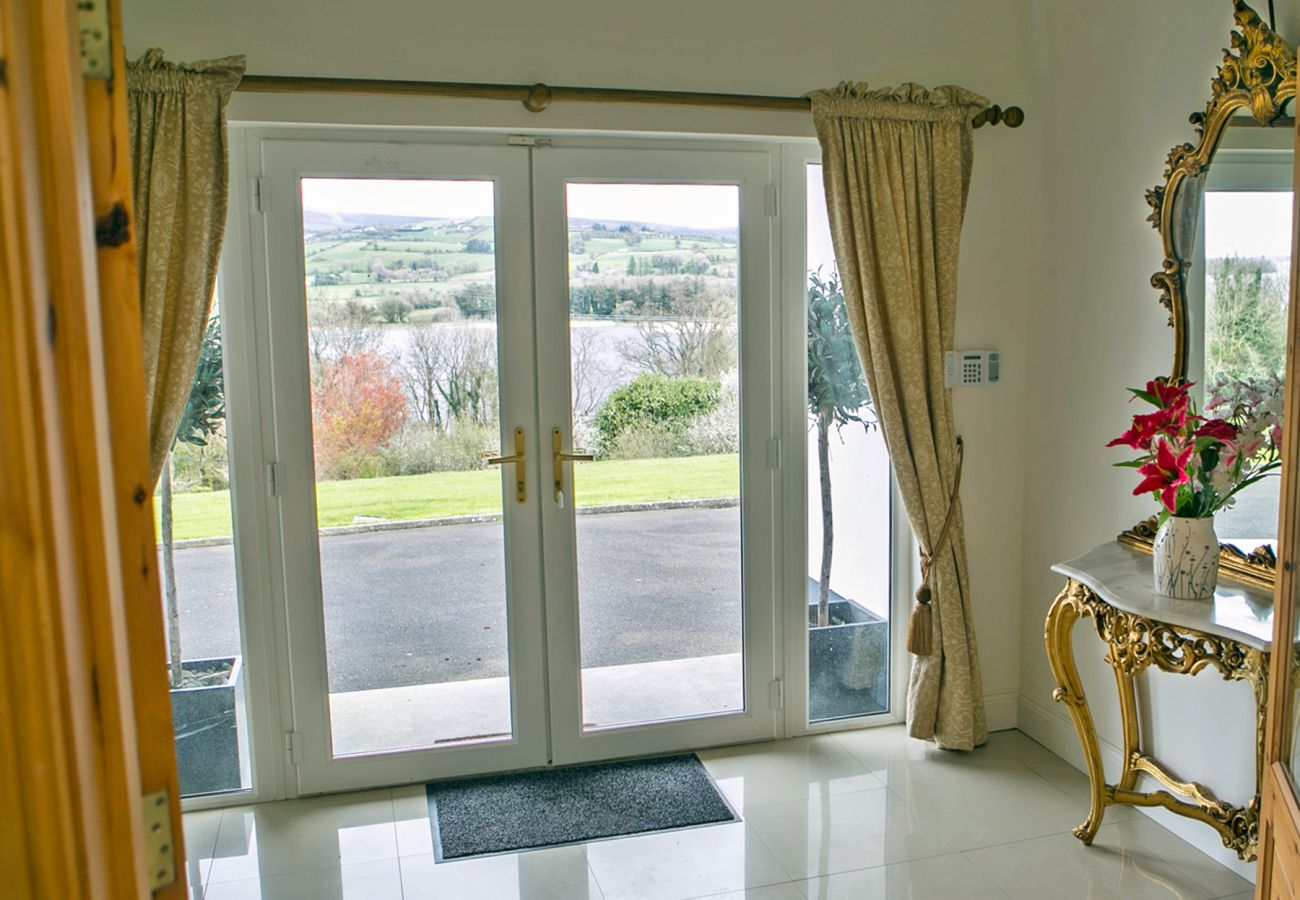 Luxuey Self-Catering Holiday Home with Views of Lough Derg in Killaloe County Clare